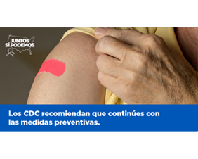 The CDC Recommends You Continue With Preventive Measures Graphic for Twitter — Spanish